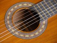 Schallloch-Gitarre