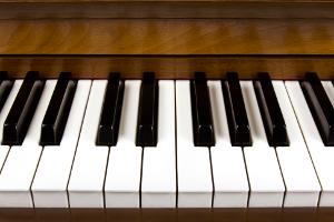 Einige Tasten der Klaviatur eines Klaviers